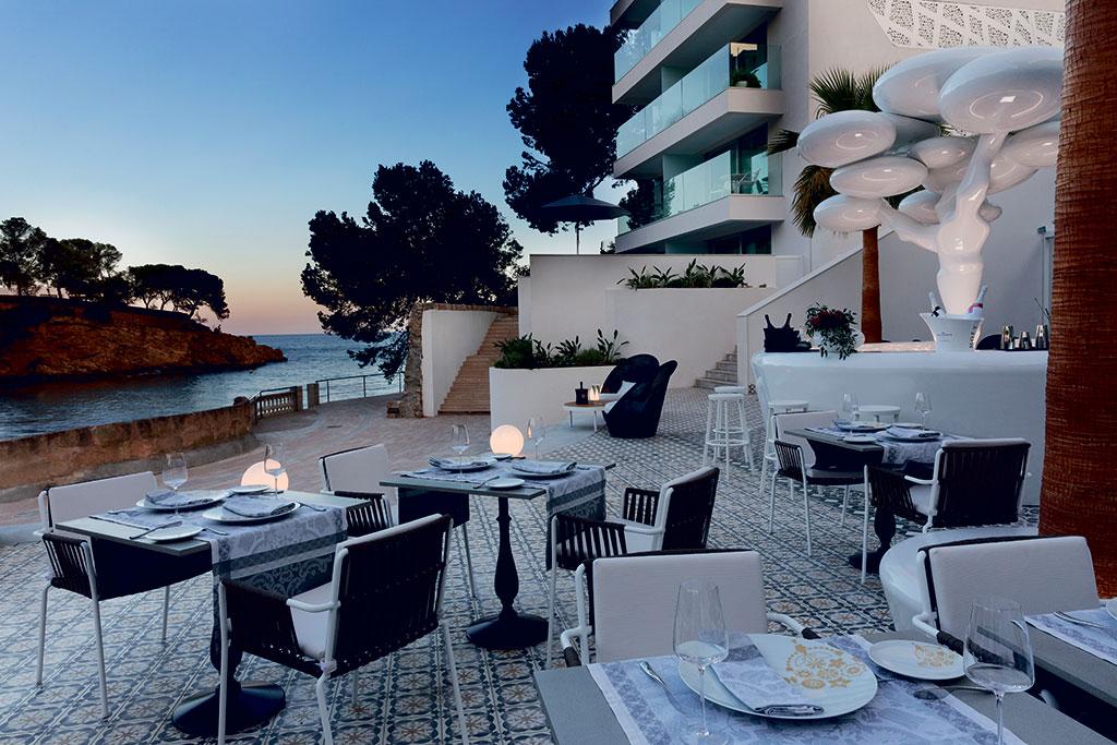 IBEROSTAR PORTAL NOUS HOTEL diseñado por Gabriele Chiave