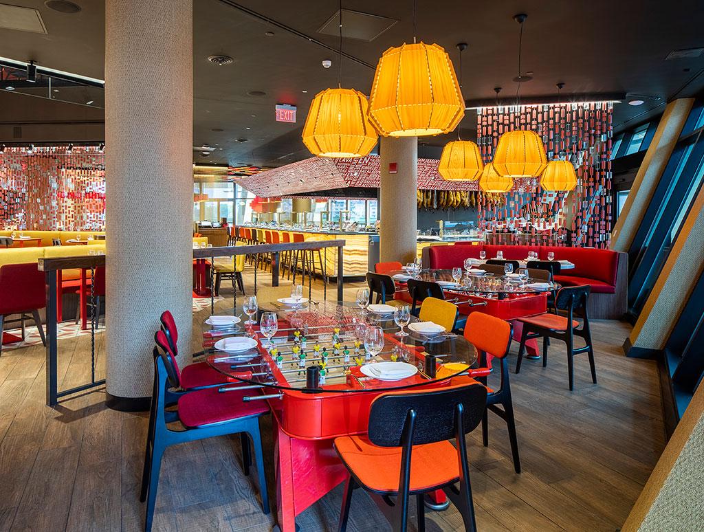 Restaurante Jaleo con lámparas de LZF