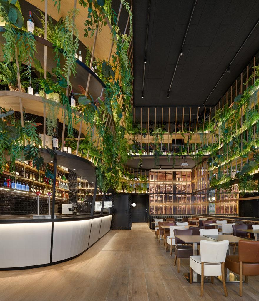 sala del restaurante de diseño biofílico crep nova