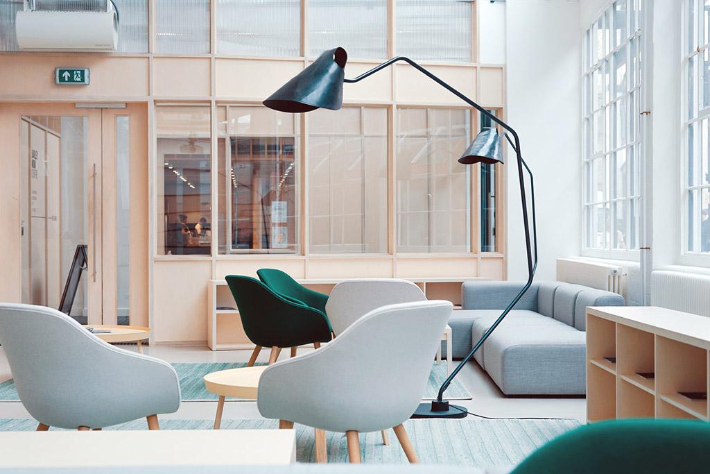 hotel con espacios comunes adaptados para trabajar