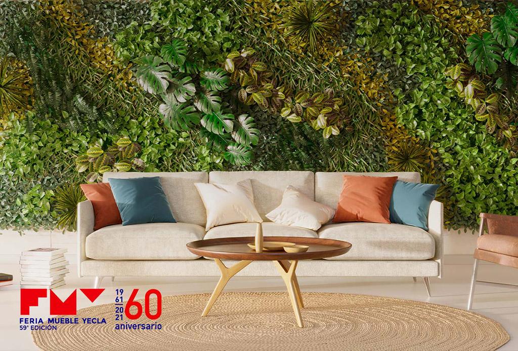 Sofá delante de un jardín vertical